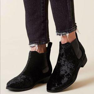 New Toms Ella Crushed Velvet Ankle Bootie